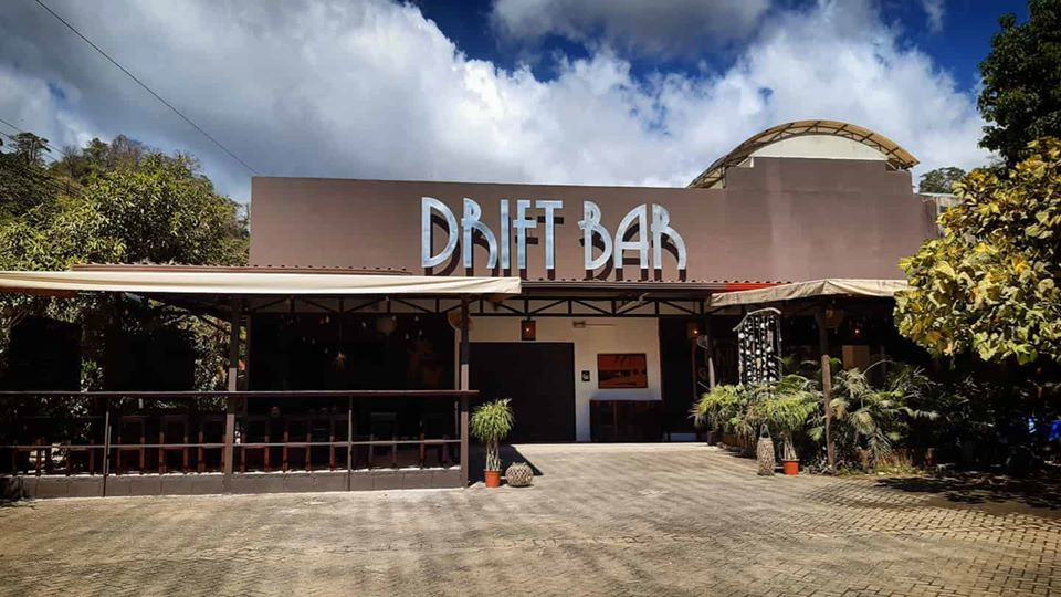 Drift Bar, Santa Teresa, Costa Rica, Vegetarian restaurant, cocktail bar and art gallery